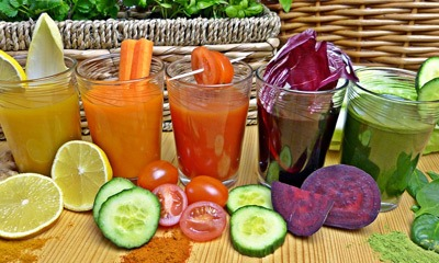 polza-svezhevyzhatyh-sokov-iz-ovoshchej-i-fruktov-dlya-organizma