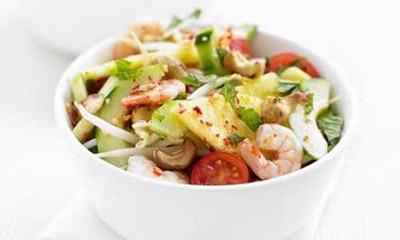 aziatskij-salat-s-krevetkami-i-ananasami