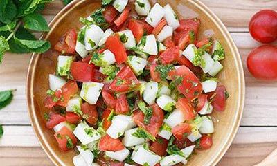 prostoj-salat-s-ogurcom