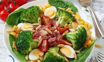 salat-iz-yaic-s-brokkoli